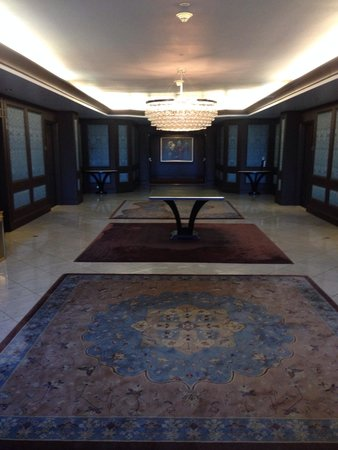 THE US GRANT, a Luxury Collection Hotel, San Diego : Waiting for an elevator down to lobby
