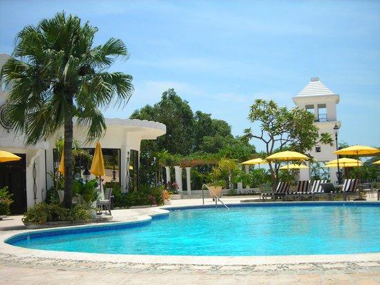NH Haiti El Rancho : Pool area