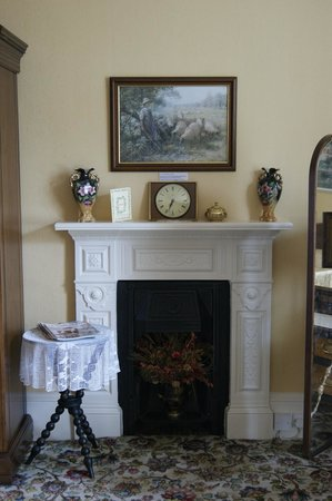 Fasganeoin Country House: Fireplace in Room 1