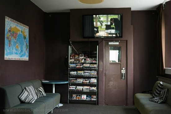 Jailhouse Accommodation: TV room