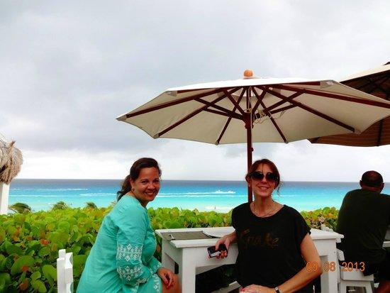 Grand Oasis Cancun: Tomando algo fresco cuando caía la tarde, bella vista!