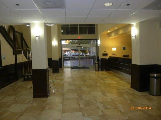 Holiday Inn-Brownsville: Hotel Lobby