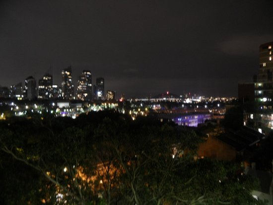 Kanga House Backpackers : this was the view from my room in the night