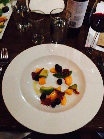 Cucina 24 : Avocado, cantelope, blackberries, speck.