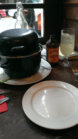 Leuven Belgian Beer Cafe: Double-Your-Mussels deal every Sunday and Monday