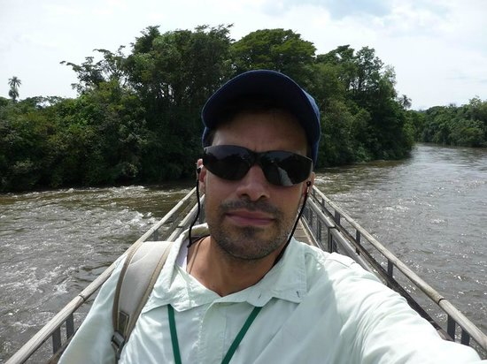 Foz do Iguacu, PR: Your professional tour guide at Iguazu Falls and surroundings.