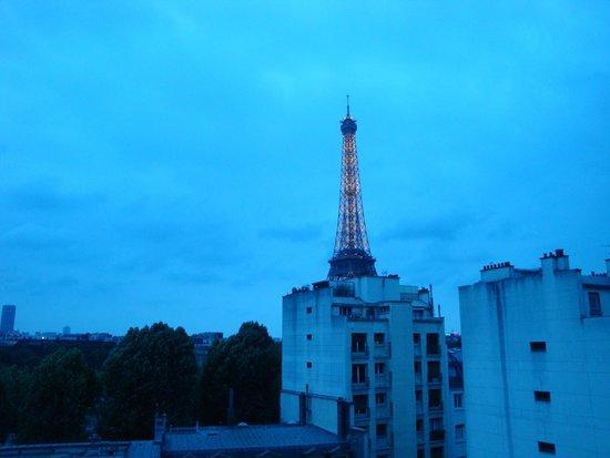 Shangri-La Hotel Paris: View from Room #54