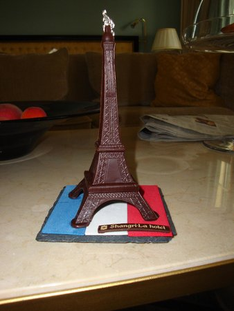 Shangri-La Hotel Paris: Chocolate Eiffel Tower in honor of Bastille Day!