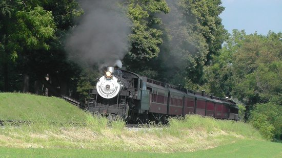 Strasburg Rail Road: Going through the farmland