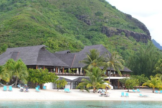 Hilton Moorea Lagoon Resort & Spa: the beach view from the overwater bungalow