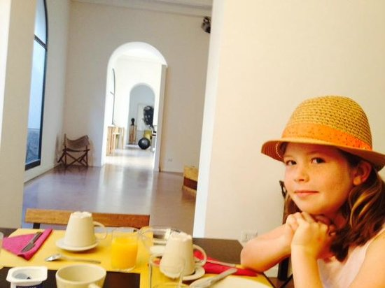 Nuvole Residenza: Breakfast in the art gallery