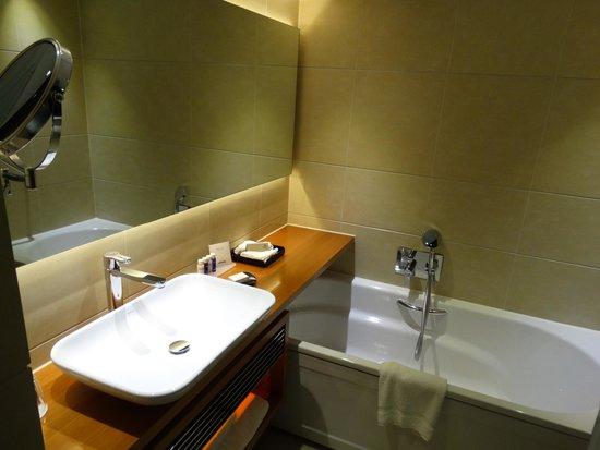 Park Plaza Westminster Bridge London : Banheiro parcial