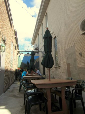 Grumpy Troll Pub & Brewery: Very relaxing patio area