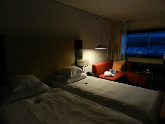 Four Points by Sheraton Sihlcity Zürich: The spacious room