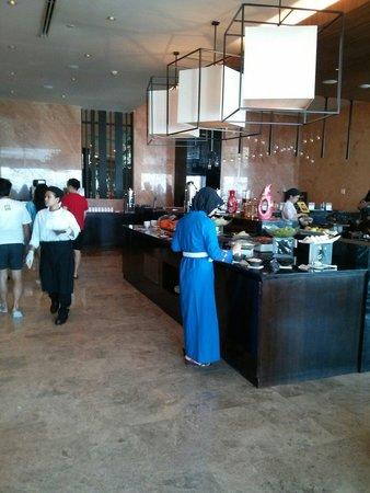Crowne Plaza Semarang: The Gris restaurant