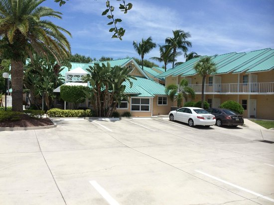 Jupiter Waterfront Inn: nice curb appeal