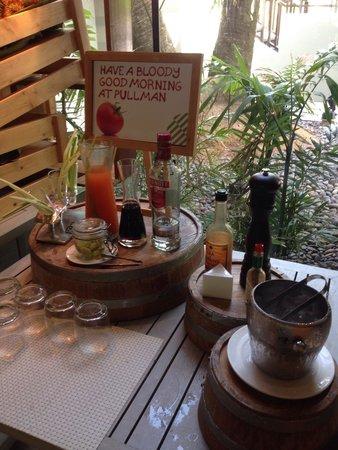 Pullman Phuket Arcadia Naithon Beach : Breakfast - self mix alcohol