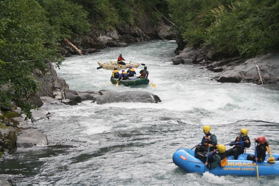 Parque Nacional de los Fiordos de Kenai, AK: Crossing one of the main rapids