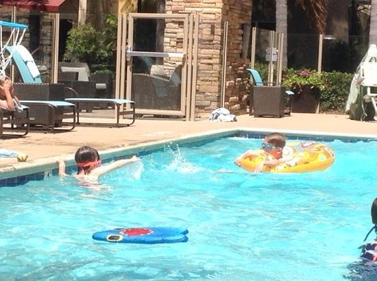 Residence Inn San Diego Carlsbad : kids enjoying the great pool