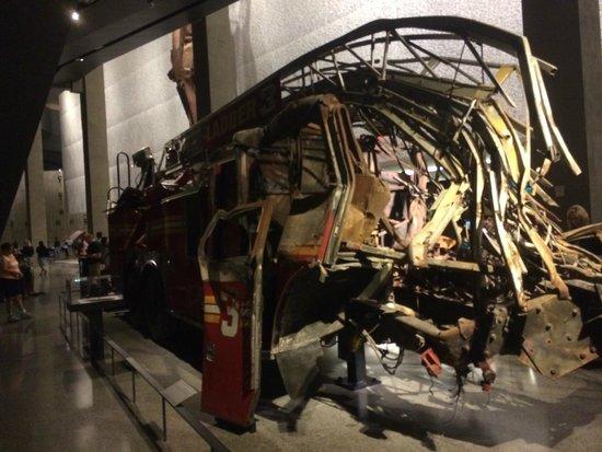 Mémorial du 11-Septembre : Carro de bombeiro destruido