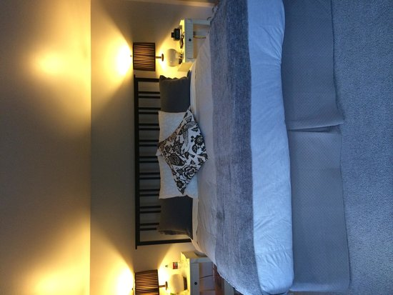Hedgerow House Bed & Breakfast: Inside the room