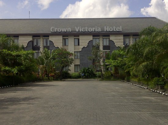 Crown Victoria Hotel: Front View of the hotel