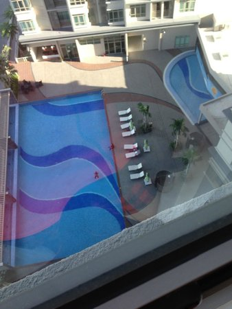 Shaftsbury Serviced Residences : The pool from the room