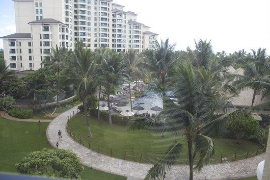 Marriott Ko Olina Beach Club: View of kid's pool and Moana Tower