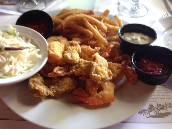 River House Seafood: Fried oysters with shrimp.Can't beat it
