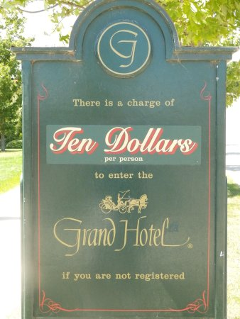 Grand Luncheon Buffet: Cost for Tour