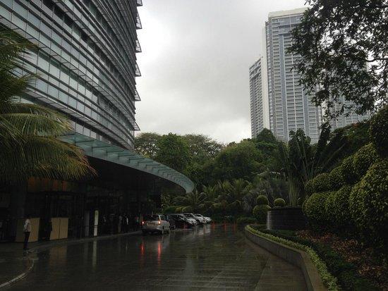 The Westin Mumbai Garden City: hotel entrance