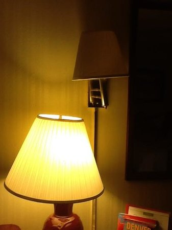 Ramada Denver Downtown: The top lamp does not work!
