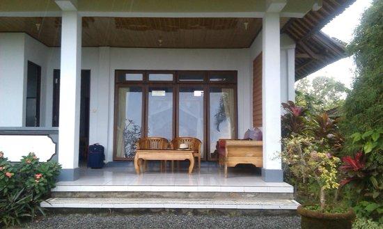 Gerebig Bungalows: The front porch