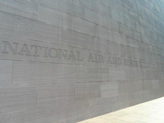 Museo Nacional del Aire y el Espacio: Entrada Museu