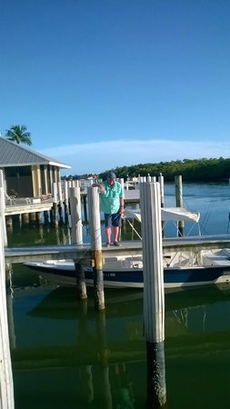The Boat House Motel : Fishing from Boat Dock