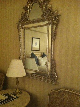 Park Lane Hotel: Ornate Mirror