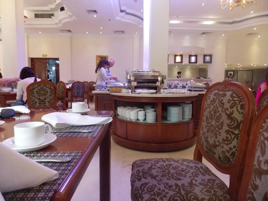Grand Hotel Saigon: More buffet