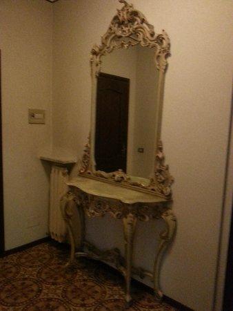 Hotel Del Pesce: Foyer between rooms