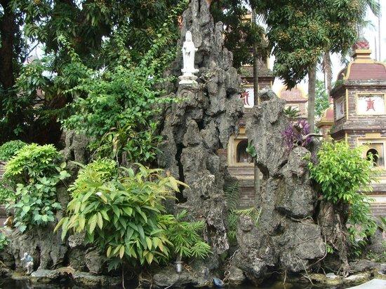 Chua Tran Quoc: богиня Куан Ам