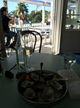 The Oyster Inn: Great Spot On a Sunny Day for Oysters & Bubbles