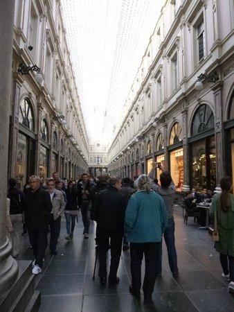 Les Galeries Royales Saint-Hubert : Dentro da galeria