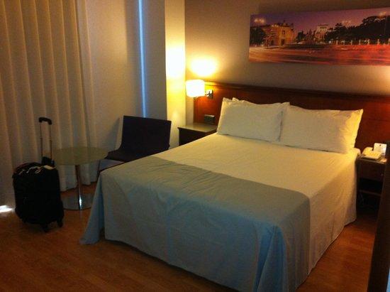 Tryp Madrid Plaza Espana Hotel : Quarto