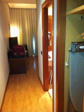 Tryp Madrid Plaza Espana Hotel: Entrada do quarto