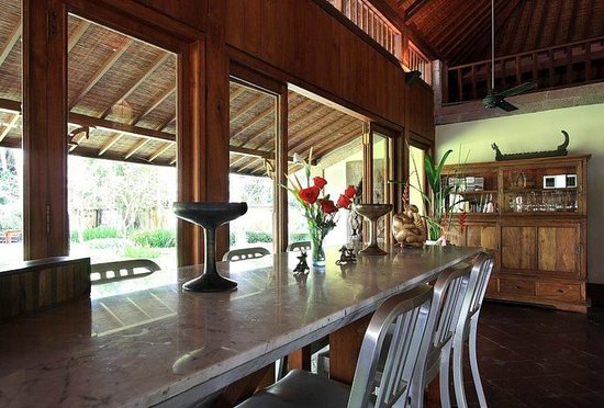 Puri Tupai: bar table
