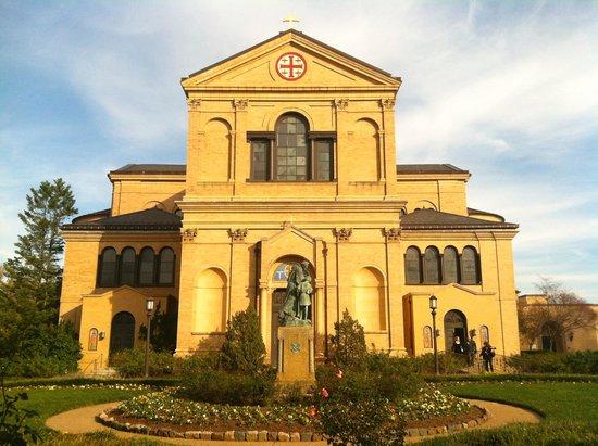 Franciscan Monastery of the Holy Land: Facade