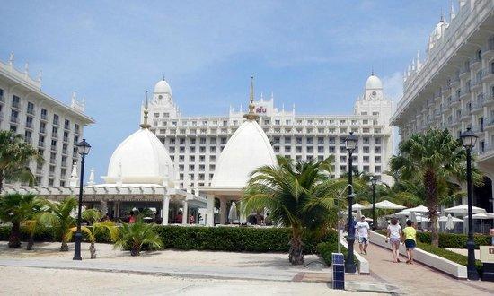 Hotel Riu Palace Aruba: view from the beach