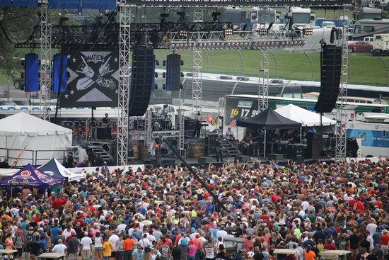 Indianapolis Motor Speedway Museum: band in the mid way