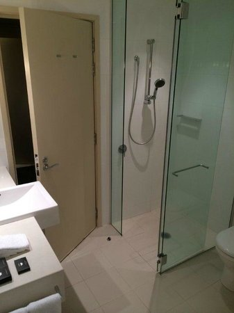 SKYCITY Grand Hotel : Shower
