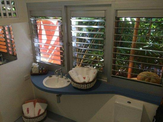 Sejala on Mission Beach: bathroom