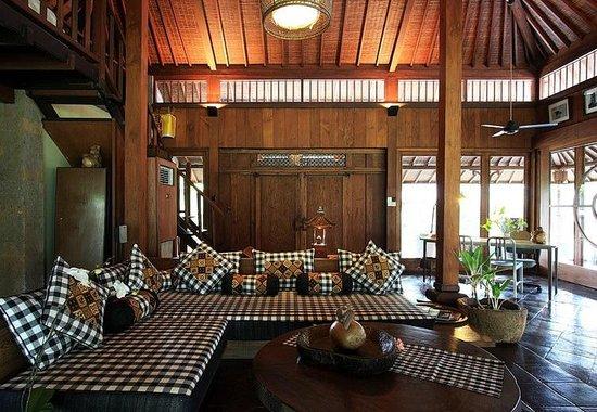 Puri Tupai : Living sofa